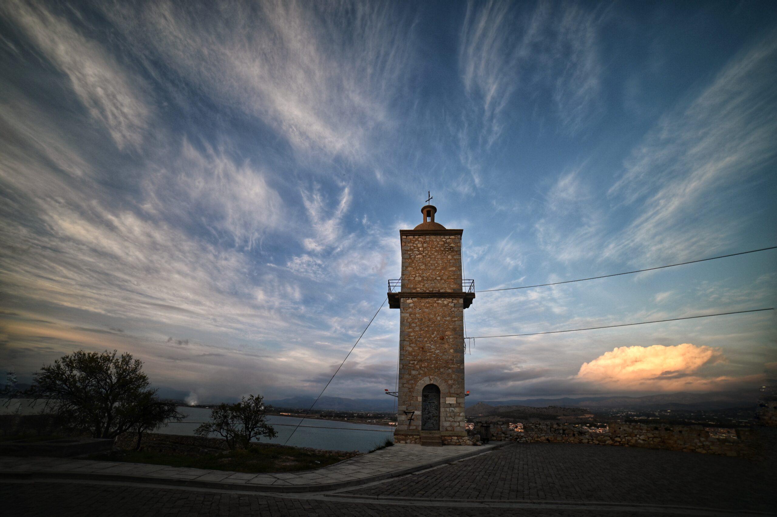 Το ρολόι της πόλης του Ναυπλίου στο κέντρο του κάστρου της Ακροναυπλίας